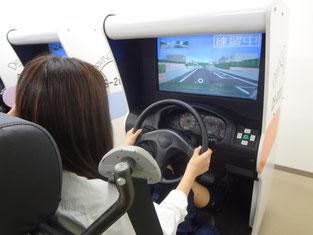 実際に運転をしている感覚で体験です