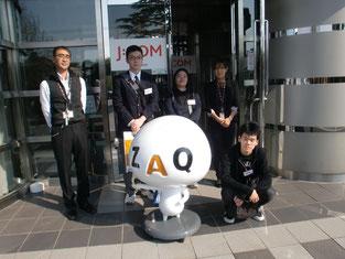 お世話になった高橋さん、酒井さん、そしてJ:COMマスコットのZAQと一緒に記念撮影。
