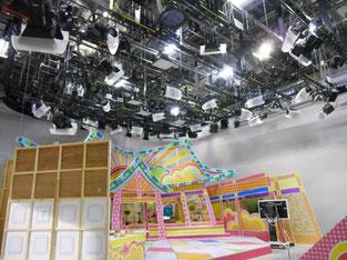 テレビ局のスタジオの様子