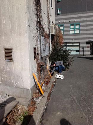 空き地の隅っこにもゴミが捨てられている