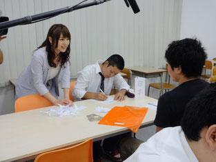 磯田キャスターからのインタビューを受けています。