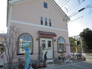 江戸川台駅から徒歩15分の静かな住宅街にある店舗です。