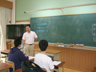 事前学習で文田先生による郵便局の歴史講義