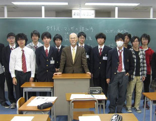 男子生徒を入れての記念写真。