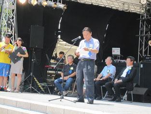 お祭りの開会式に河村たかし名古屋市長があいさつ。