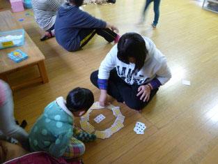 こちらはトランプ。子供達オリジナルのゲーム、その発想に生徒達もびっくりです。