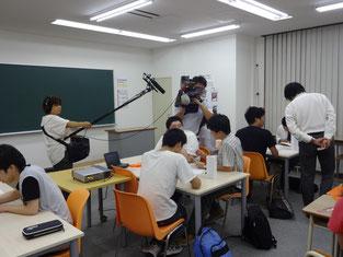 カメラマンや音声さんの仕事を間近で見ながら授業に参加しました。