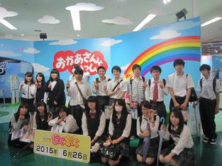 NHK名古屋の入り口近くで記念写真。