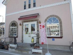 新店舗のパティスリー・ミレーです。お店の奥にケーキ工場があります。