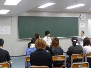 インタビュー形式で、生徒からの質問に答える講師のお二人