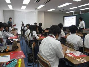 大杉允人さんの授業風景。