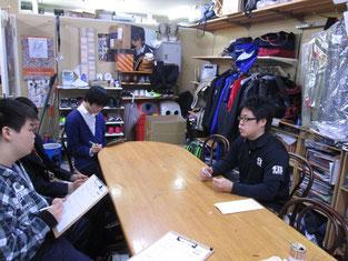岡村店長からの説明を真剣に聞きました