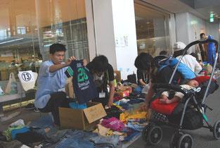 子ども服を売る他店のお手伝いも積極的にできました。