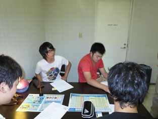 職場観察後に店長の西岡さんとミーティング。活発な意見がたくさんでました。