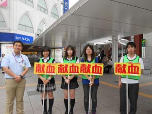柏駅前での広報活動をしました。