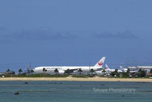 日本航空 ボーイング 777-300型機 JA8944