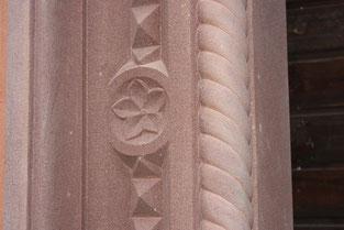 Kleemann Türgewände aus Ebenheider Sandstein, Detail Blumenornament