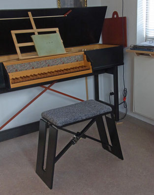 Brigitte Wolff, Cembalohocker, allesfalten.de, Klapphocker, Falthocker, Cembalo, folding harpsichord stool