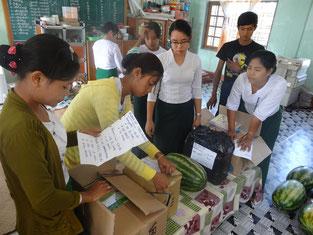 Fournitures scolaires et fruits achetés par PASDB.