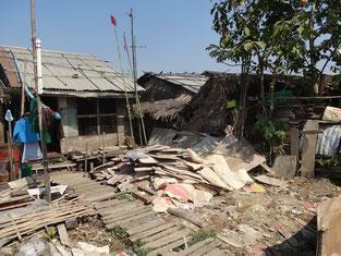 Hutte où vît Kyi Kyi San avec ses 2 enfants.