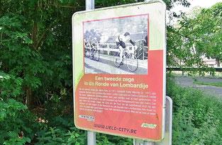Auf unserem Weg entdecken wir auch eine Tafel, die an den legendären belgischen Radfahrer Eddy Merckx erinnert