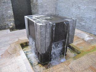 奥の細道むすびの地記念館「むすびの泉」
