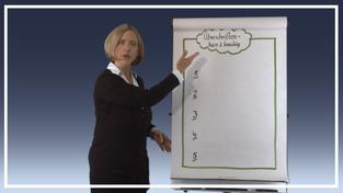 Präsentieren am Flipchart mit Bettina Hafner - Szene aus der Vorlesung