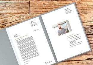 Die Inhalte einer Bewerbung: ein ansprechendes Bewerbungsdeckblatt, ein überzeugendes Bewerbungsanschreiben, ein übersichtlicher und Lückenloser Lebenslauf, ein Motivationsschreiben etc.