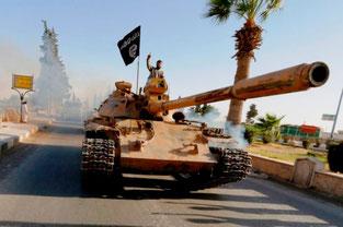 IS-enheder ved den erobrede by Rakka i Syrien