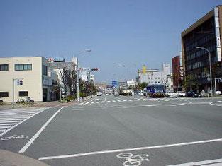 ④有明町交差点を左折します