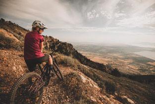 Testen Sie das Fahrgefühl auf einem e-Mountainbike bei einer Probefahrt im e-motion e-Bike Premium-Shop in Köln