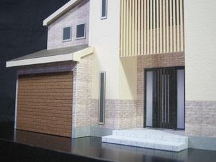 色付の住宅模型の玄関前からの画像