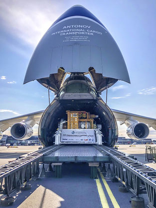 Mission accomplished: the capping stack fits into the AN-124  -  courtesy Antonov