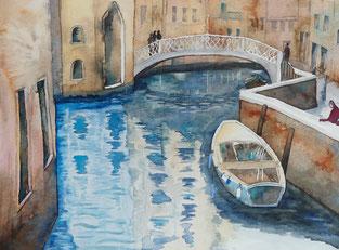 Ein Kanal in Venedig mit einem Boot einer Brücke, gemalt als Aquarell