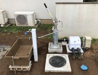 電気式井戸ポンプに手動式の井戸ポンプをつないだ施工例