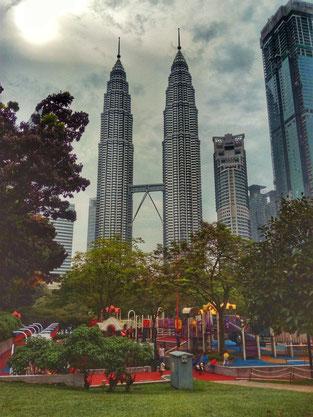 Malaysia, Kuala Lumpur, Twin Towers, Gerorge Town, Langkawi, Penang, Cameron Highlands, Boh Tea, Tee, Tanah Rata, Asien, Südostasien,  Kuching, Mulu, Borneo, Zwei auf Achse, Reiseblog, Backpacking, Blog, Petronas Towers