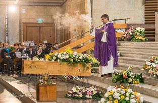 Obsèques et funérailles - encensement du corps