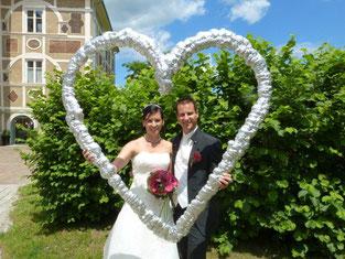 Am Bild das Brautpaar Nicole und Thomas Knauder (Fotos: PRIVAT)