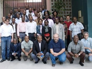 Prof. Adelmann with his trainees at Eduardo Mondlane University in Maputo (Mozambique)