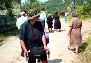 in Livini fand gerade eine Beerdigung statt