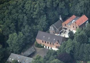 Vue aérienne de la l'école et de la chapelle de Profondsart
