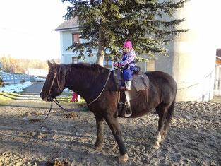 Die kleine Leonie auf der großen Stella :-)