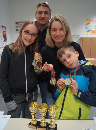Mit unterschiedlichen Motiven waren Helene (von links), Henning, Claudia und Helias Haida bei den Stadtranglisten-Wettbewerben am Start. Foto: Alpha-Report