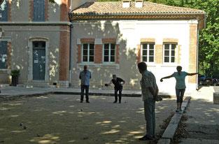 l'école abritait jusqu'en 1957 des douches municipales