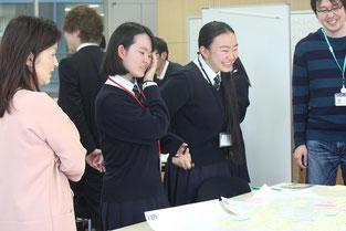 右から2人目が菅野希帆さん