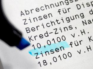Banken und Sparkassen sollen außerdem gezwungen werden, ihren Kunden alternative Angebote zu machen, wenn ein Dispokredit über drei Monate lang in Anspruch genommen wird. Foto: Karl-Josef Hildenbrand/Archiv