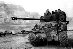 "Sherman ""Firefly"" anglais, canon 17 pouder de 76 mm"