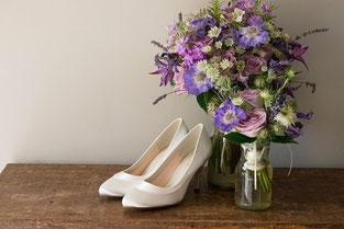 Dekoration Schuhe mit Brautstrauß