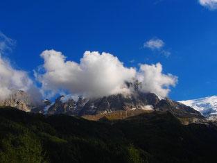 das Mont Blanc Massiv - meist von Wolken eingehüllt