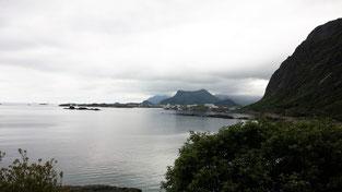 Blick auf Svolvær bei trüben Wetter.